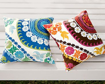 outdoor-pillows.jpg